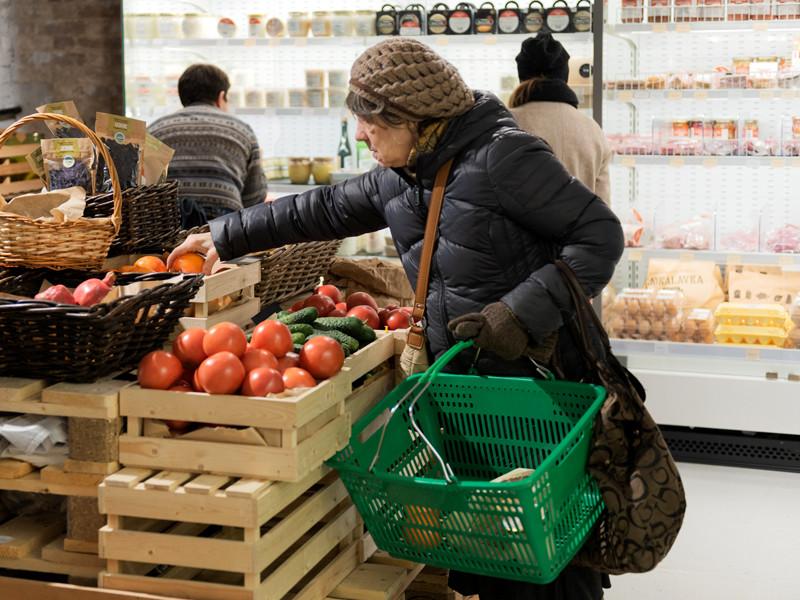Овощи и фрукты не по карману: россияне начали больше экономить на продуктах питания