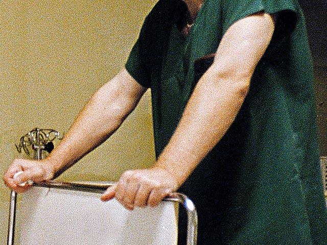 В Свердловской области в среду вынесен приговор сотруднику Краснотурьинской городской больницы, который избил престарелого пациента. Пострадавшим оказался участник Великой Отечественной войны
