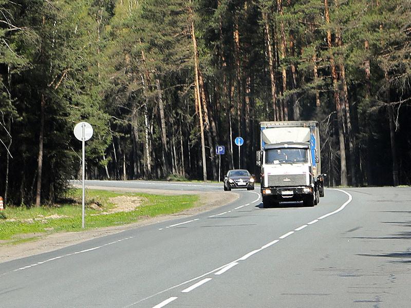 Сотрудники управления ФСБ по Свердловской области задержали на плодоовощной базе Екатеринбурга 20-тонную фуру, в кузове которой находились наркотические вещества