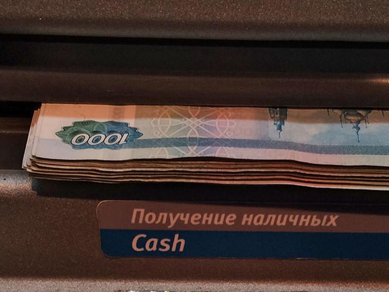 В Москве сотрудница метро похитила 100 тысяч рублей, забытые пенсионеркой в банкомате