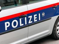 В Австрии мужчина вырезал себе на лбу и груди свастики, чтобы обвинить в этом соседей