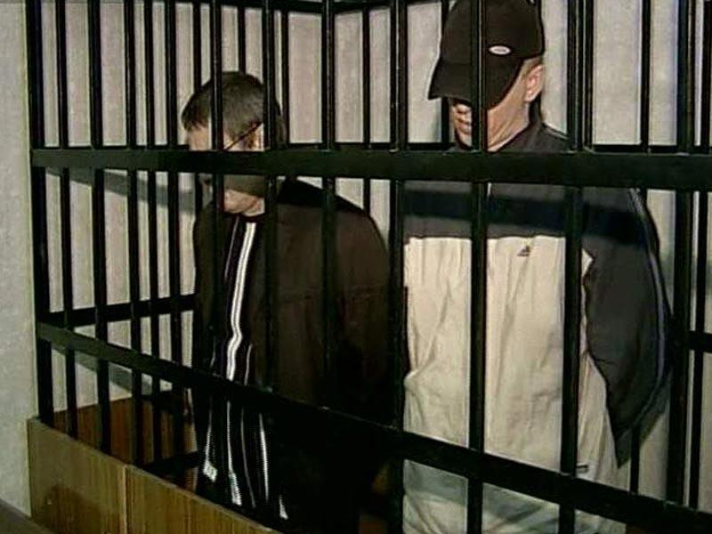 В ходе расследования было установлено, что к преступлению причастны двое ранее неоднократно судимых местных жителя. После задержания они были арестованы