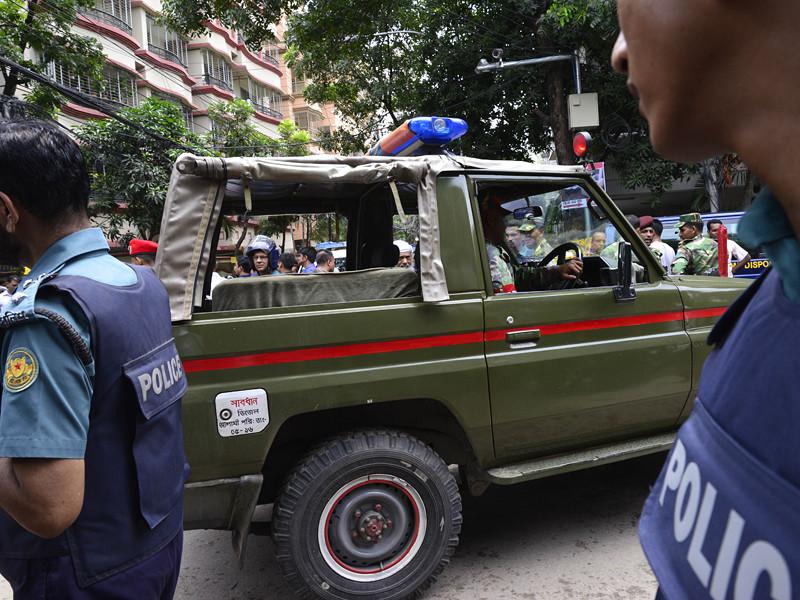 Полиция Бангладеш с помощью слезоточивого газа рассеяла участников массовой драки, которая началась из-за ссоры между поклонниками телесериала про принцессу-воительницу
