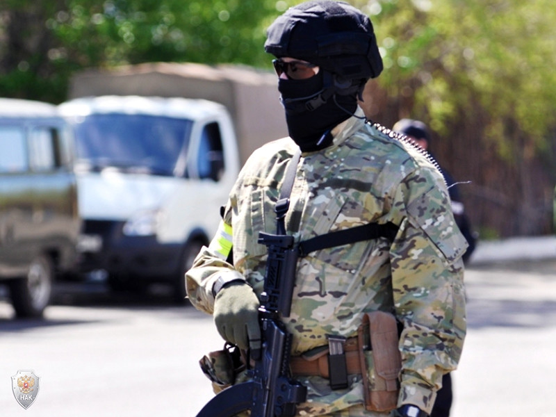 МВД Дагестана проводит проверку по факту смерти мужчины от огнестрельного ранения. По предварительным данным, гражданина случайно застрелил страж порядка, когда тот попытался отобрать у полицейского автомат
