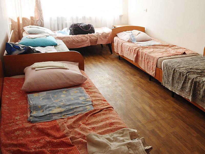 В Красноярском крае пьяный вожатый детского лагеря изнасиловал в спальне девочку