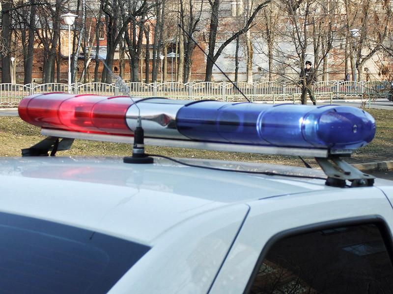 В Екатеринбурге следователи разбираются в домашней ссоре с тремя посторонними, в ходе которой сотрудник полиции порезал ножом прибежавших на помощь его жене соседей