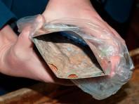 При вскрытии внутри иконы обнаружился лоскут ткани, пропитанный неизвестным веществом
