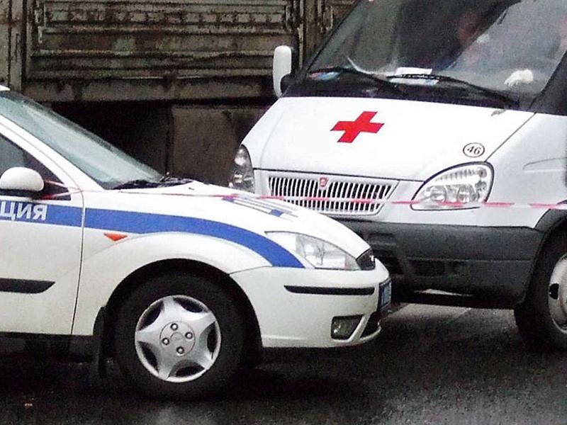 Свердловские СМИ утром пятницы, 21 октября, сообщили о трагедии на улице Токарей в областном центре. Мужчина зарезал жену и четырехмесячного ребенка на глазах у семилетней дочери, а затем пытался покончить с собой