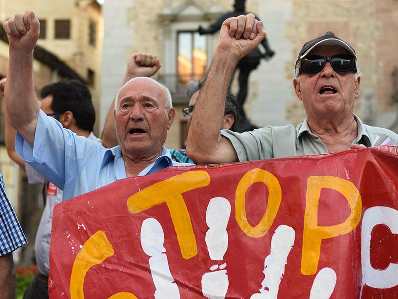 Жители Барселоны отреагировали протестами и дождем из яиц на открытие противоречивой выставки, посвященной покойному испанскому диктатору Франсиско Франко