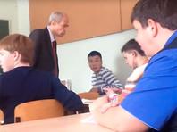 В якутском колледже студенты заступились за пожилого преподавателя, которого стал избивать их однокашник
