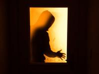 """В Омске судят рабочего, который изнасиловал 51-летнюю соседку, накурившись """"спайса"""""""