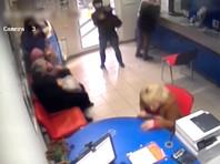 В Краснодаре перепуганные грабители сбежали из банка, включив сигнализацию выстрелом из обреза