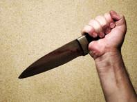 В Красноярске насильник изрезал ножом девушку, которая вышла из квартиры выбросить мусор