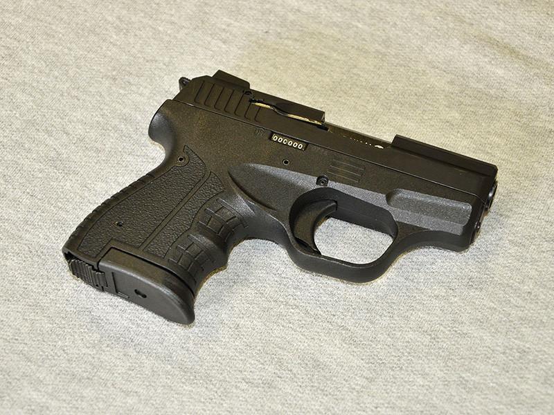 Следователи Удмуртии проводят проверку по факту стрельбы, произошедшей в школе во время занятий. Прямо на уроке 13-летний мальчик произвел выстрел из пневматического пистолета и ранил в глаз одноклассницу