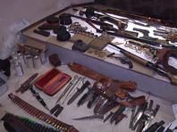 В подмосковном Чехове отставной офицер хранил дома винтовки и автоматы, а также 12 тысяч единиц боеприпасов (ВИДЕО)