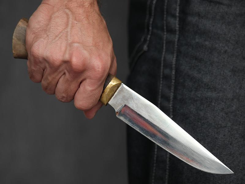 В интернете опубликована видеозапись издевательств над программистом и неформалом, которого избили под угрозой ножа