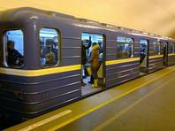 В Петербурге пассажира метро столкнули под поезд