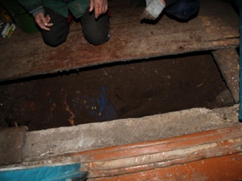 17 марта 2017 года в доме, где проживала семья подозреваемого, в ходе проверки показаний задержанного были обнаружены трупы двух женщин