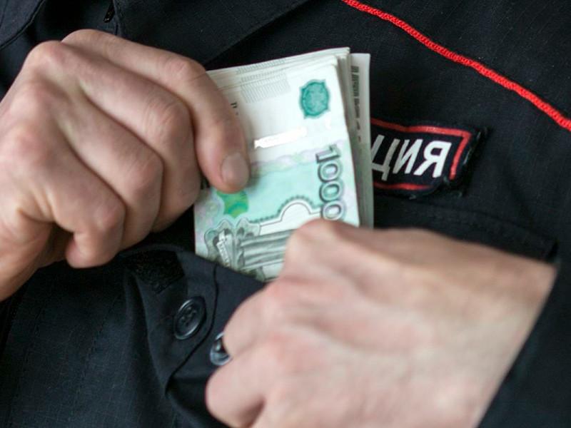 В Кузбассе полицейский, укравший 100 тысяч рублей из вещдоков, получил 2,5 года условно