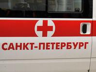 В результате падения 16-летняя девушка получила телесные повреждения различной степени тяжести и была госпитализирована в одну из больниц Санкт-Петербурга