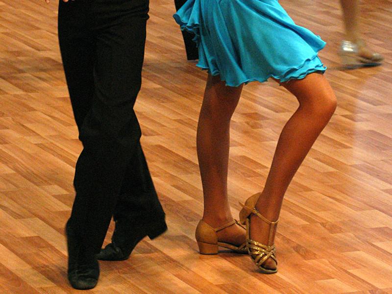 В Москве учителя бальных танцев подозревают в изнасилованиях девочек в школе