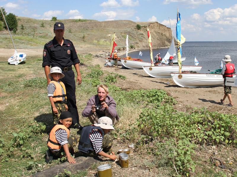 4 июля 2015 года Борзов (на тот момент капитан полиции) на гидроцикле спасал людей, попавших в бедствие во время шторма