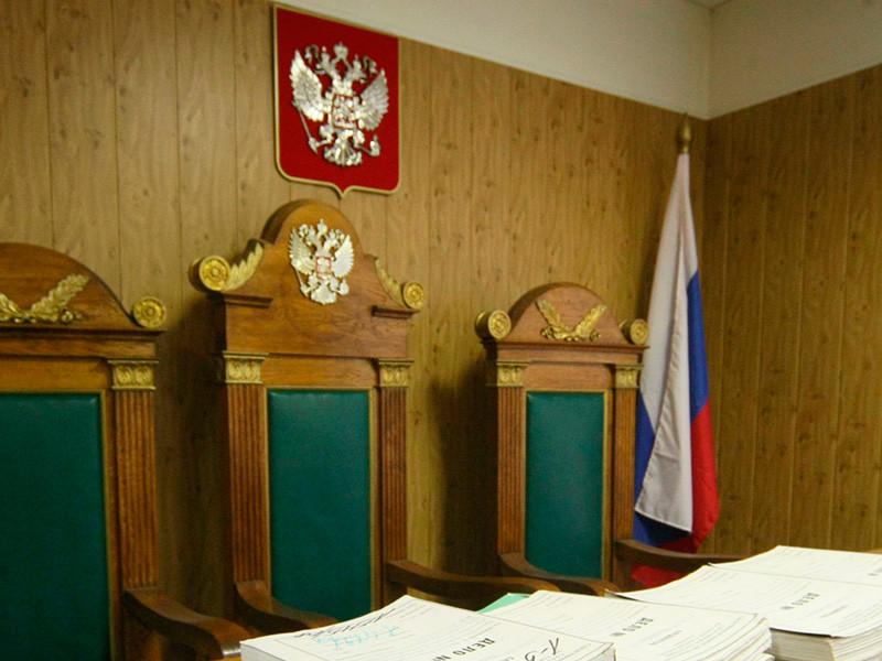 В Омске судят бывшего судебного пристава, открывшего бордель и избившего беременную проститутку
