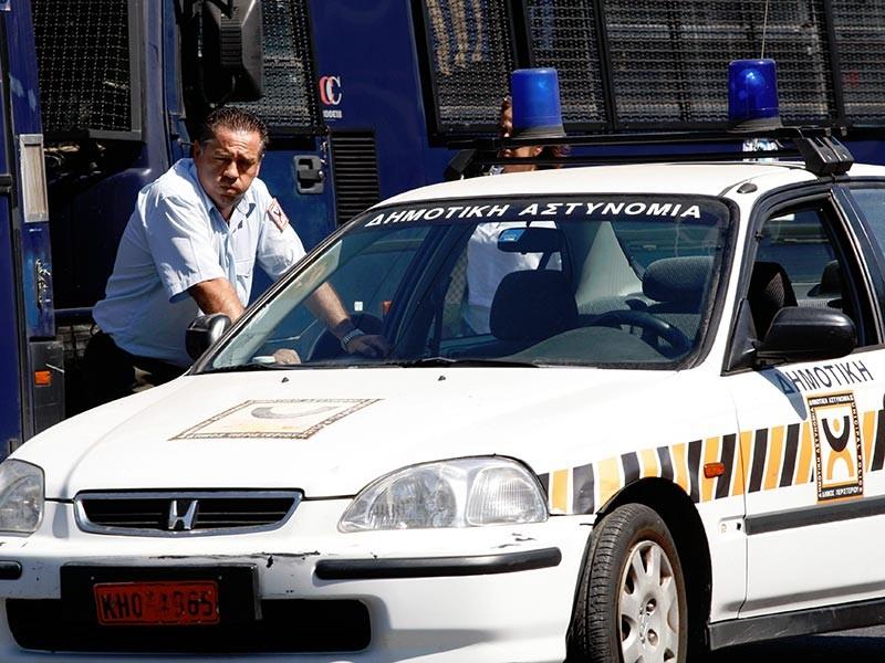 Греческие полицейские обезвредили преступную группировку, причастную к разбойному нападению. Среди подозреваемых оказались выходцы с постсоветского пространства, в том числе гражданин РФ. Однако одному подозреваемому удалось скрыться при курьезных обстоятельствах