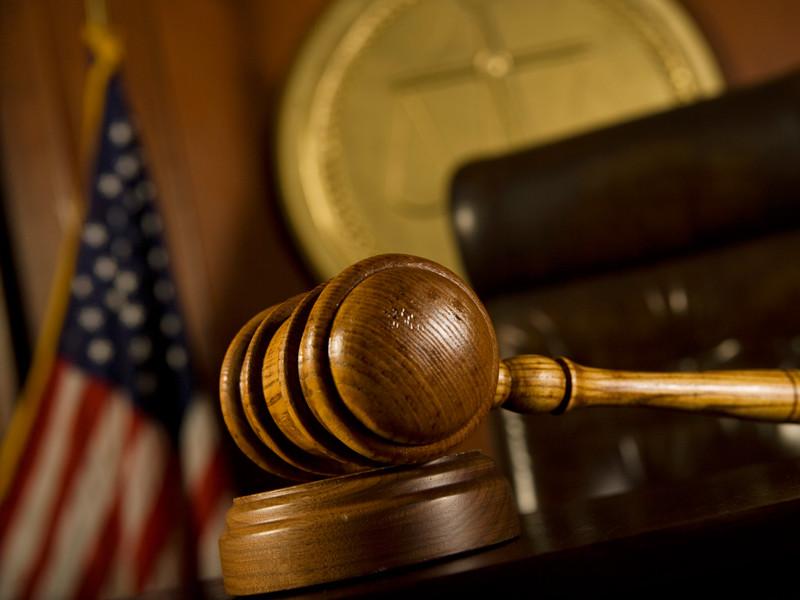 В Теннесси против школы, где 29-летняя уборщица изнасиловала подростка, подан иск на 4,5 млн долларов