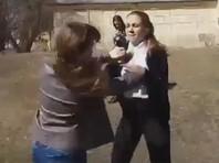 В Новосибирске возле дома культуры школьница избила 15-летнюю одноклассницу (ВИДЕО)