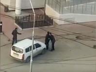 В Якутске мужчина протаранил на машине дерущихся, чтобы разнять их  (ВИДЕО)