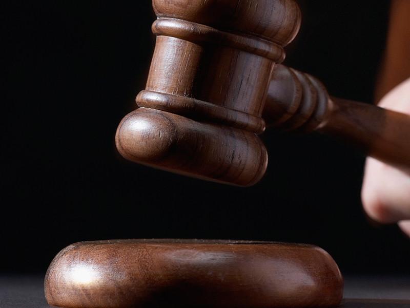 Британца приговорили к году тюрьмы за то, что склонял жену к сексу с собаками