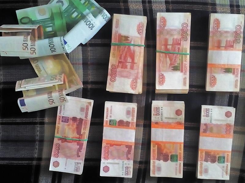 Киселевчанин украл почти 4 млн рублей у тещи, планировавшей переехать в Сочи и тем самым лишить семью дочери содержания