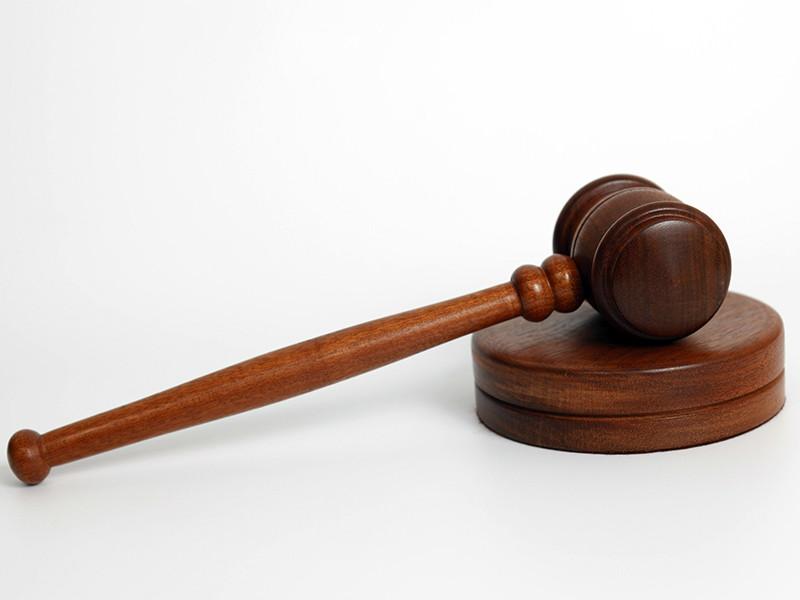 Суд Чувашской республики вынес приговор уже бывшему мировому судье, 44-летнему Вячеславу Романову. Он признан виновным в жестоком избиении пенсионерки, которой оказалась мать депутата. Преступление было совершено после того, как Романов сел в пьяном состоянии за руль автомобиля