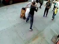 В Нью-Йорке арестован мужчина, ударивший тростью по голове 91-летнего прохожего (ВИДЕО)