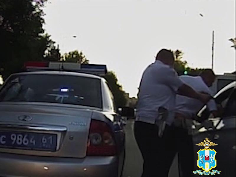На шоссе в Ростовской области майор полиции расстрелял из ружья экс-супругу и ее отца, проиграв суд