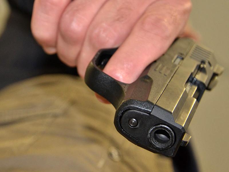 Злоумышленник в пьяном виде стрелял из травматического оружия, а потом пытался запугать и разоружить стража порядка