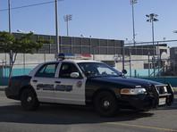 Преступления совершались в районе Голливуд в Лос-Анджелесе, причем нападавший выдавал себя за стража порядка