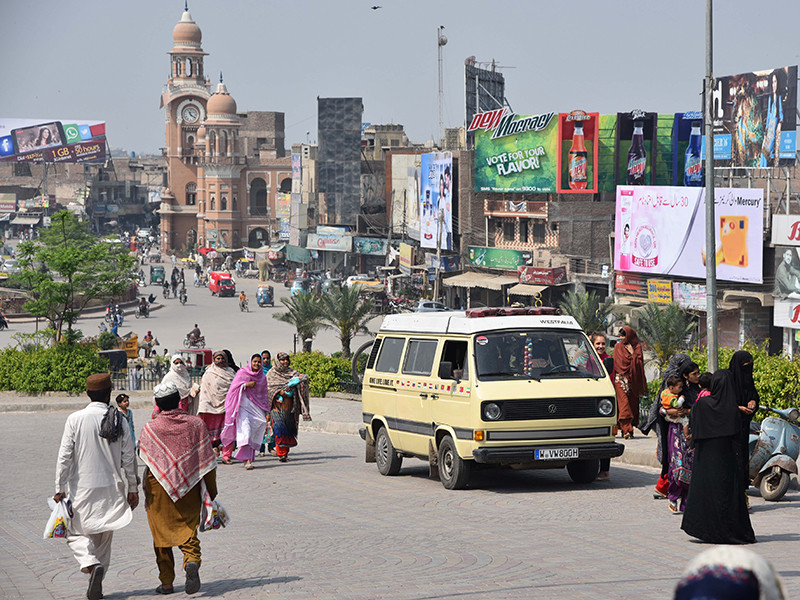 В Пакистане 16-летнюю девушку изнасиловали по приказу старейшин в наказание за поступок ее брата