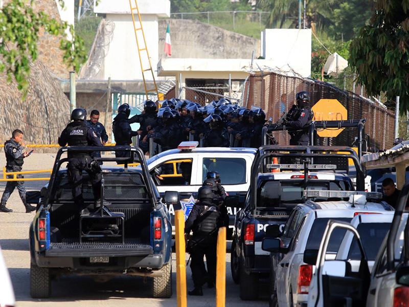 В четверг в тюрьме города-курорта Акапулько на тихоокеанском побережье Мексики вспыхнули беспорядки. В итоге были убиты около трех десятков осужденных