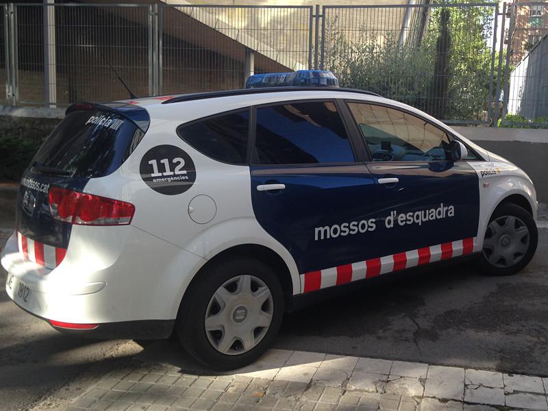 В автономной области Каталония в Испании стражи порядка задержали 44-летнего местного жителя Хорди К. К., которого подозревают в вооруженном нападении на их коллег
