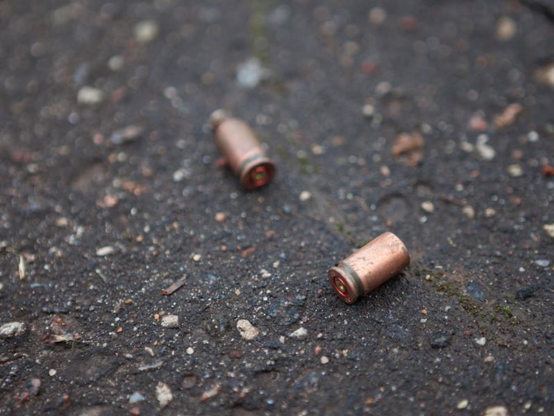 Следователи Челябинской области расследуют убийство, совершенное в Магнитогорске. Там обнаружен труп 36-летнего коммерсанта. По предварительным данным, преступник выстрелил в него более десяти раз