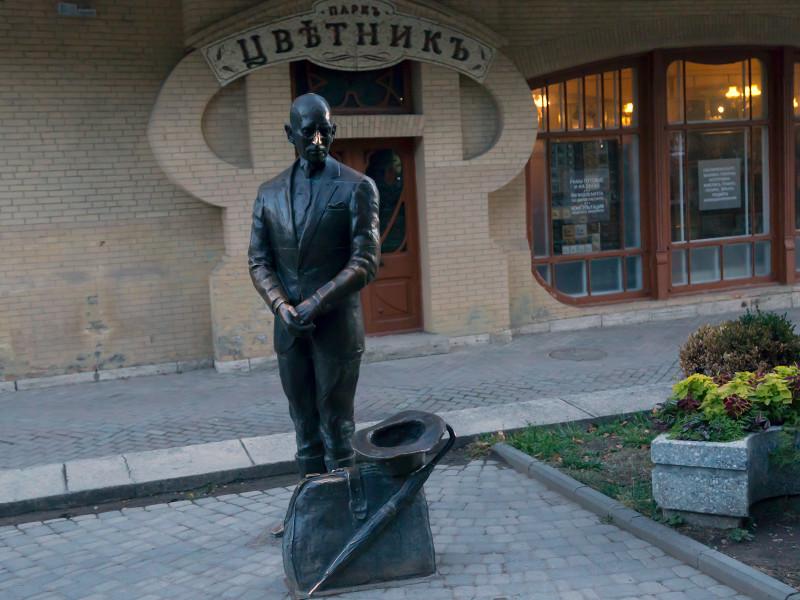 В Пятигорске возбуждено уголовное дело после кражи шляпы у скульптуры Кисы Воробьянинова