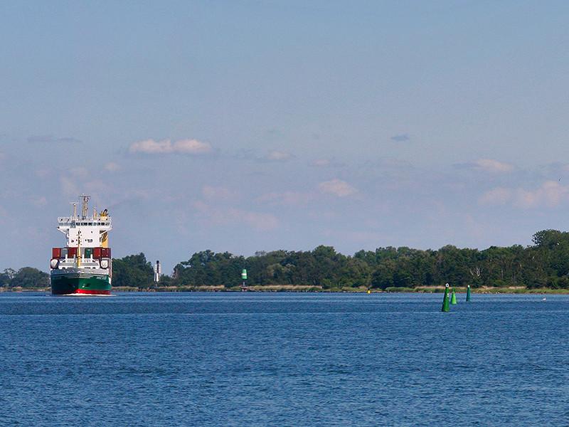 Следователи Калининградской области выясняют личность женщины, останки которой найдены в канале, соединяющем Калининград с Балтийским морем