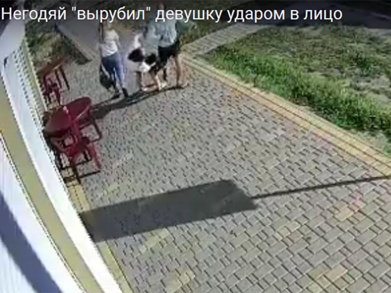 На Украине прохожий, ударив девушку по лицу, отправил ее в нокаут (ВИДЕО)