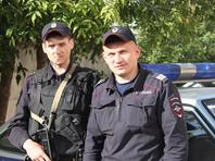 В Екатеринбурге 13 грабителей с палками ворвались в торговый центр, избили охрану и похитили телефоны (ВИДЕО)