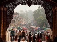 В Мьянме российскую туристку, отказавшуюся снять обувь перед храмом, приговорили к семи месяцам тюрьмы