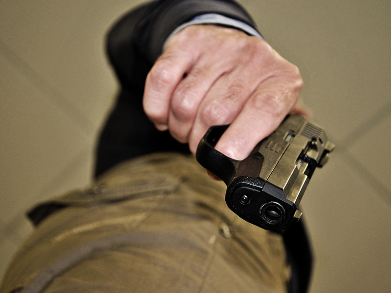 Столичные полицейские задержали мужчину, подозреваемого в стрельбе из травматического оружия. В итоге ранения получил один из посетителей ресторана