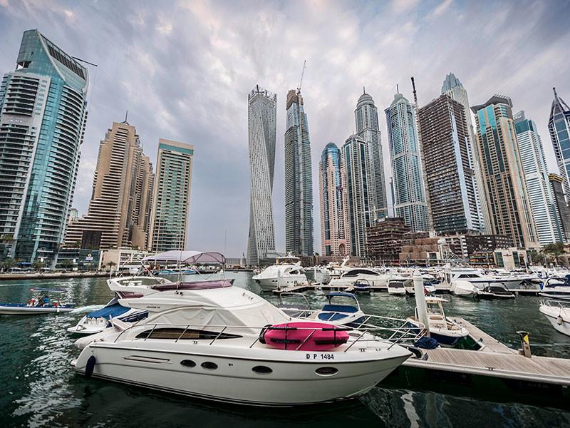 Ревнивец выследил в Дубае жену с любовником и облил обоих кислотой