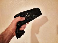 Для создания видимости наличия пистолета подсудимый использовал шоколадный батончик Snickers, завернутый в плотный полиэтиленовый пакет